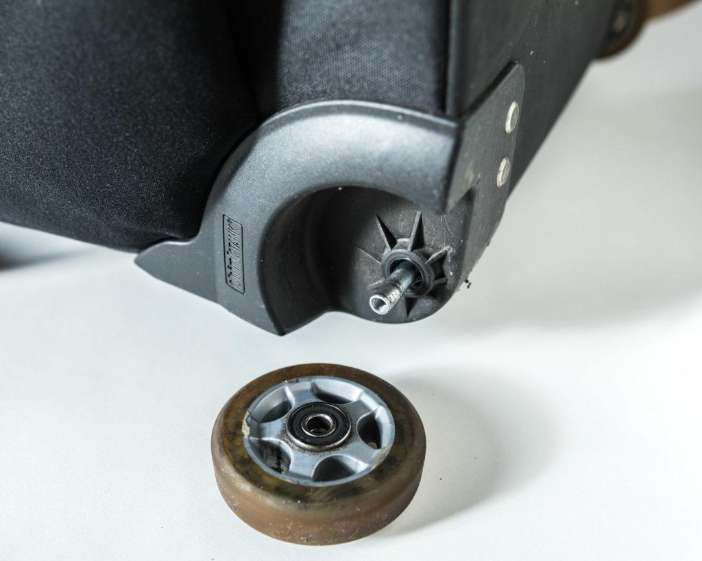 thinkTANKphotoのエアポートナビゲーターの車輪修理