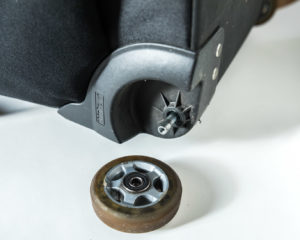 【修理】thinkTANKphotoのエアポートナビゲーターの車輪(ローラー)